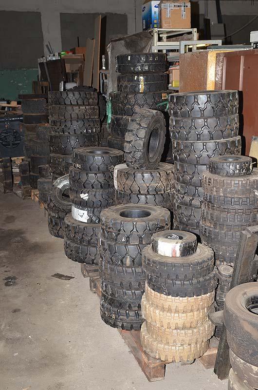 Sklad pneumatik pro vysokozdvižné vozíky